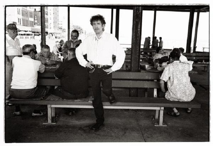 bob-dylan in black and white