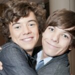 Louis and Harry hugging each other